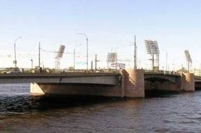 Движение по Тучкову мосту закроют по ночам