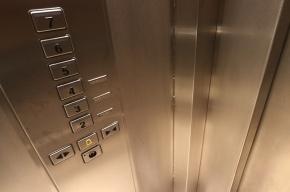 Пенсионерку изнасиловали в лифте на проспекте Наставников