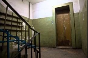 Молодого мужчину нашли повешенным на «черной» лестнице многоэтажки