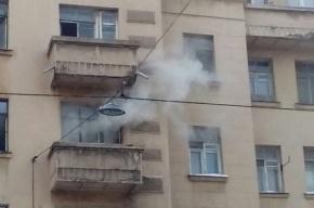 Пять человек эвакуировали из горящего дома в центре Петербурга