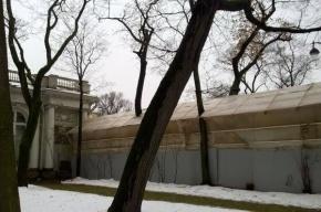 Смольный не нашел нарушений реставрации ограды Аничкова дворца