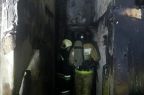 Пожарные спасли трех человек из горящей квартиры на Бухарестской улице
