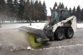 Дорожники Петербурга вывезли в ноябре снега в 230 раз больше, чем в 2015 году