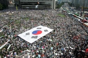 Многотысячная демонстрация против президента проходит в Сеуле