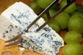 Ученые узнали, как сыр с плесенью продлевает жизнь