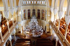 Кипы и пейсы сегодня можно примерить всем желающим в петербургской синагоге