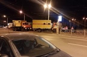 Ford «снес с рельсов» трамвай на улице Дыбенко