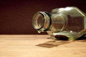 Алкоголь непонятного происхождения изъяли полицейские Петербурга