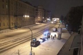 Машина сбила семью с коляской на Среднеохтинском проспекте