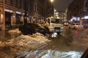 Машины эвакуировали ночью с Рубинштейна из-за снега