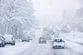 Водителей Петербурга ждет снежный накат и гололедица