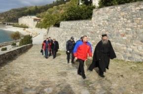 Глава МЧС подарил афонским монахам огнетушители