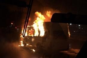 Маршрутка загорелась на проспекте Ветеранов