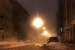 Грузовик провалился в промоину после прорыва трубы на Исполкомской улице