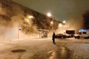 Утром в Петербурге прорвало трубы в двух районах