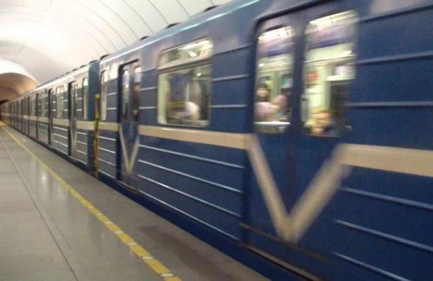 Разный менталитет россиян и немцев привел к поломкам нового состава в метро