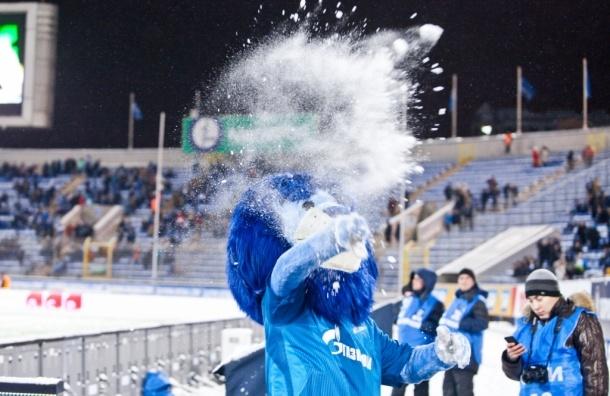 «Зенит» после матча с «Уфой» оштрафовали за кидавших снежки болельщиков