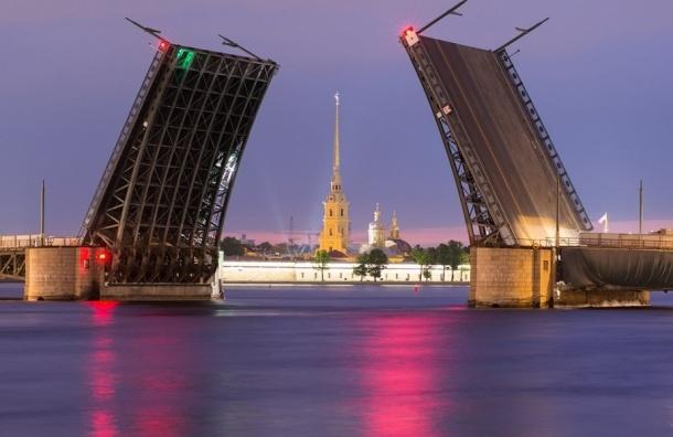 Дворцовый мост обзавелся QR-кодом