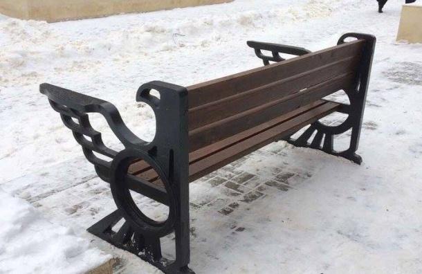 В РФ установили скамейку сорлами, напоминающими герб 3-го Рейха