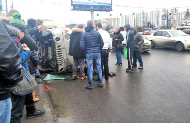 Грузовик влетел в пешеходов на пересечении Славы и Бухарестской