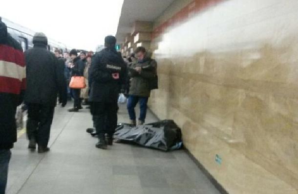 Очевидцы: человек умер на «Спасской»