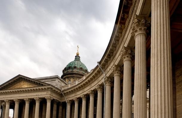 Активисты жалуются на непонятные пятна на Казанском соборе