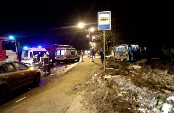 Ужасная авария с грузовиком и маршруткой случилась в Черной речке