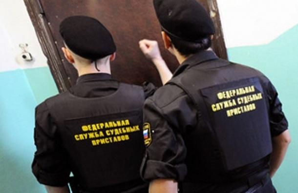 Петербуржцев не выпустят на Новый год из России из-за долгов за свет и тепло