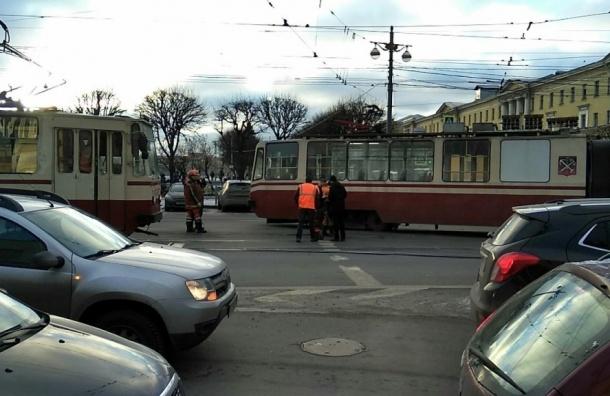 Трамвай сошел с рельсов у Финляндского вокзала