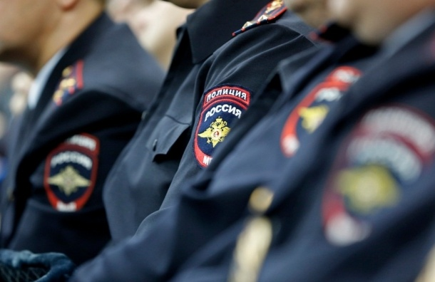 Двое полицейских получили удары ножом в драке на Пограничника Гарькавого
