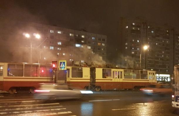 Пожарные тушили горящий трамвай на Просвещения