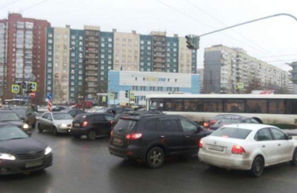 Движение на Косыгина встало из-за сломанного светофора