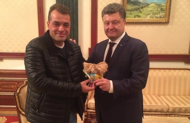 Советник Порошенко предложил принести бутылочку «Боярышника» к посольству РФ