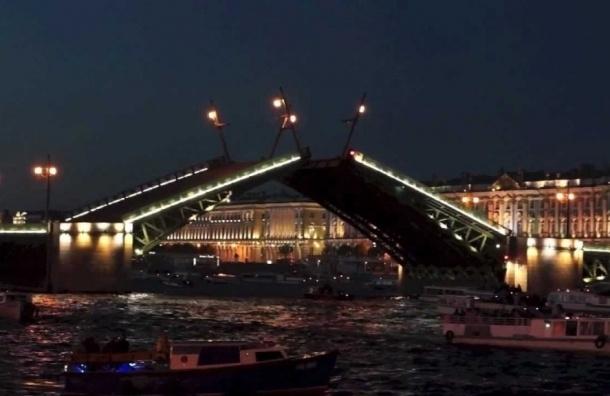 Петербуржцы увидят в новогоднюю ночь разводку мостов