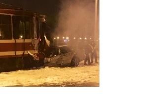 Мерседес влетел в трамвай на Обуховской обороны
