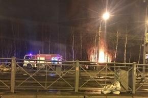 Деревянный сарай горел ночью на Октябрьской набережной