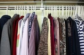 Петербургский бизнесмен отдаст 13 пальто в честь зарплаты своих работников