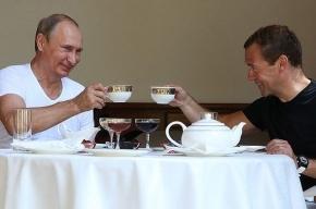 Медведев позвал Путина на чашку чая