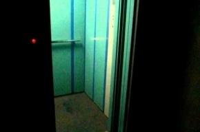 Кабина лифта с пассажиром оборвалась в московской поликлинике
