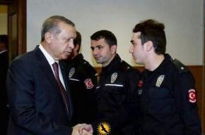 СМИ: Эрдоган якобы наградил убийцу российского посла за два дня до его гибели