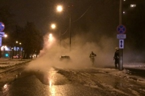 Труба с кипятком лопнула на проспекте Маршала Жукова