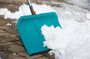 Дворник умер, пока чистил снег у бизнес-центра на Минеральной