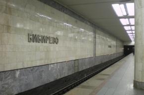 Москвич скончался после падения на рельсы на станции метро