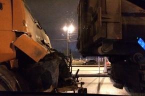 Два КамАЗа столкнулись на В.О., водителя вырезали из кабины