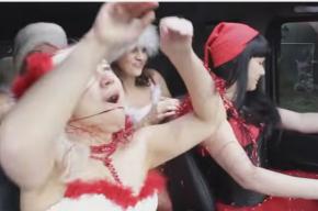 Директор крымской филармонии снялась в эротическом новогоднем клипе