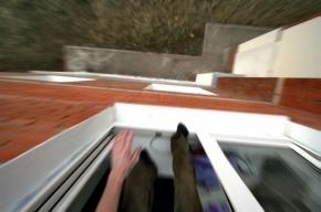 Пьяная петербурженка выпала из окна третьего этажа на Моховой