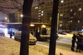 Водитель автобуса почувствовал себя плохо на Солидарности и попал в ДТП