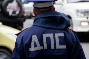 Водитель Citroen сбил в Петербурге двух человек на тротуаре и скрылся