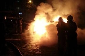 Три машины сгорели ночью в Колпино