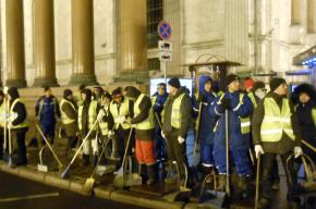 Чистоту и порядок в новогоднем Петербурге обеспечат 500 дворников